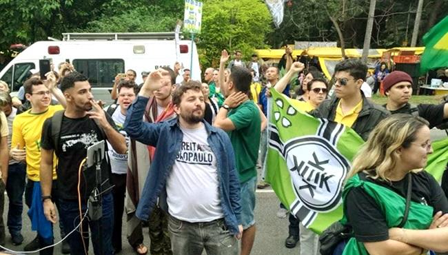 Brasileiros faixa Kekistan extrema-direita EUA Paulista bolsoanaro