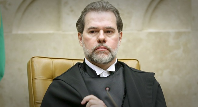 Dias Toffoli proíbe Lula entrevistas