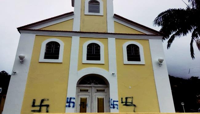 Pichação nazista em igreja do Rio Nova Friburgo polícia