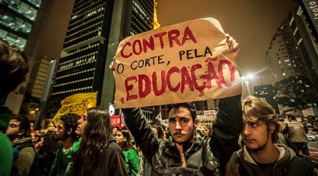 Universidade Pública forma gente de verdade educação pública