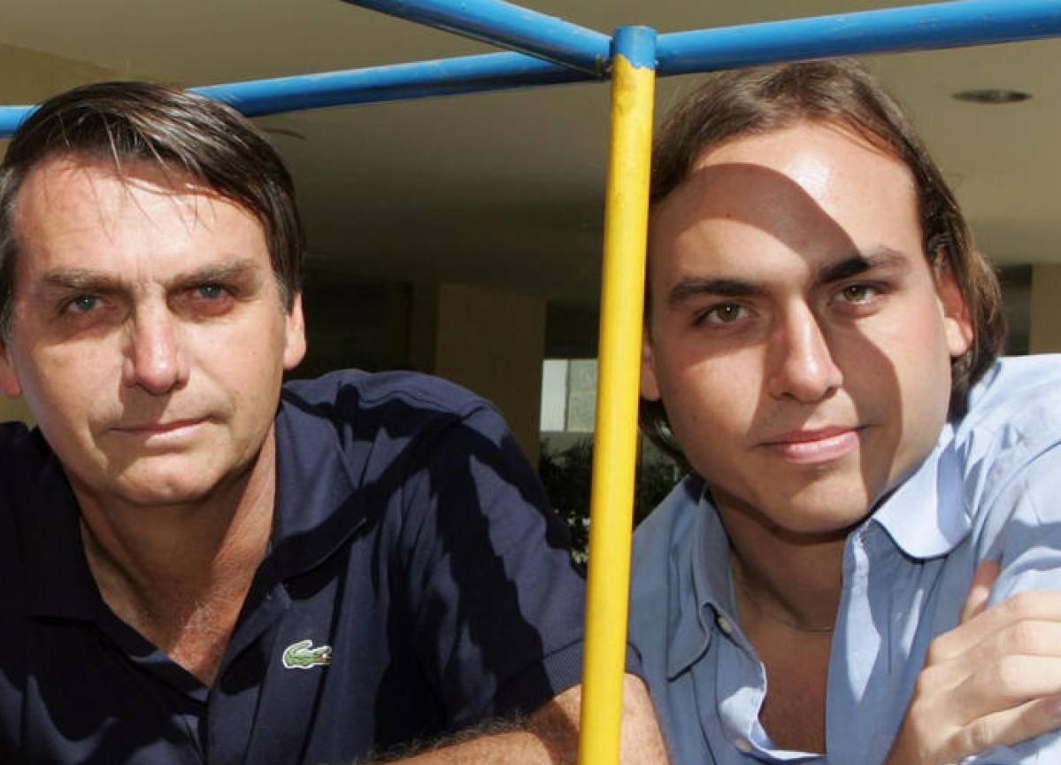 Jair Bolsonaro e Carlos Bolsonaro