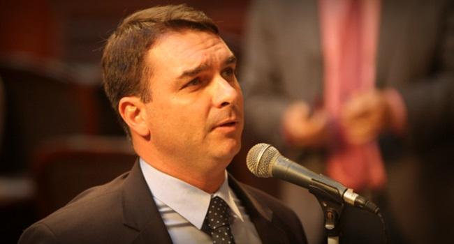 Ex-assessor Flávio Bolsonaro movimentação atípica R$ 1,2 milhão rio de janeiro