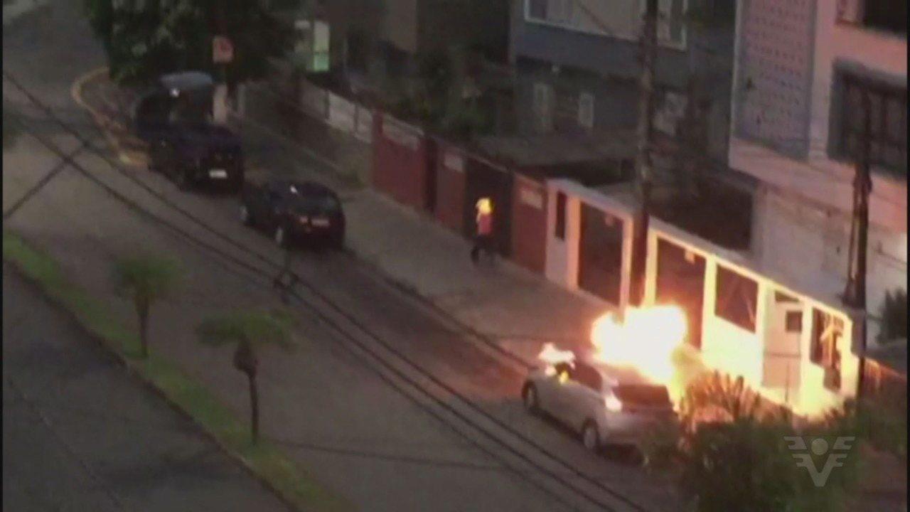homem ateia fogo morador de rua