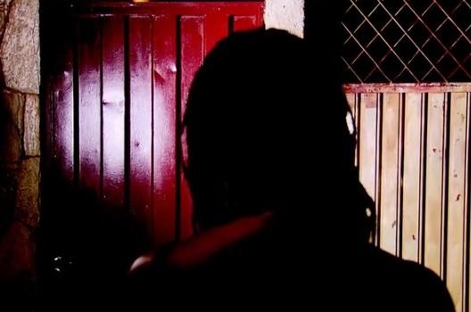 homem morre muro casa ex-mulher