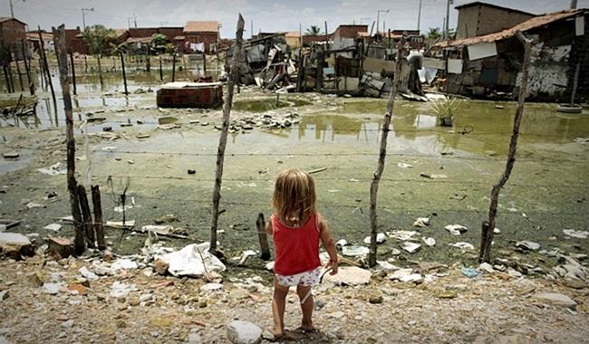 Holotrópico movendo-se direção à totalidade desigualdade pobreza