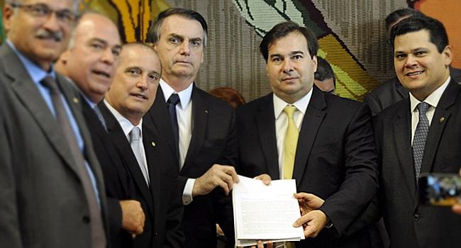 Bolsonaro entrega Reforma da Previdência militares congresso rodrigo maia davi