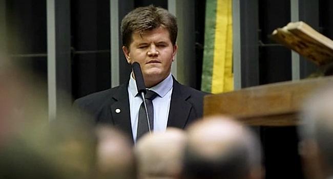Câmara silencia discurso deputado federal cego superação