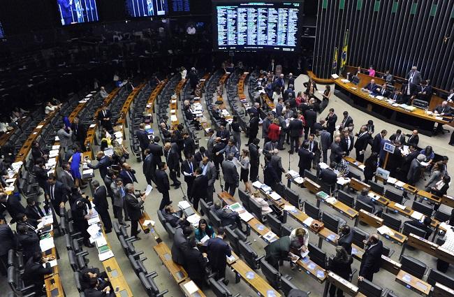 deputados derrubam decreto transparência Bolsonaro