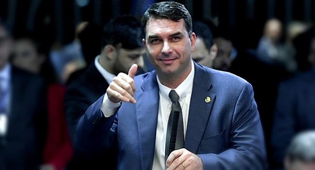 Flávio Bolsonaro ganha cargo na mesa diretora Lula é condenado