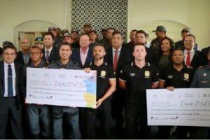governador-do-maranhao-premia-policiais-que-tiram-armas-das-ruas