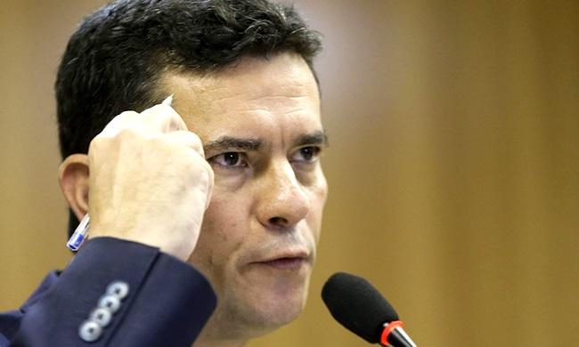 Pacote de Moro Lei Anticrime cortina de fumaça para escândalo de Flávio Bolsonaro