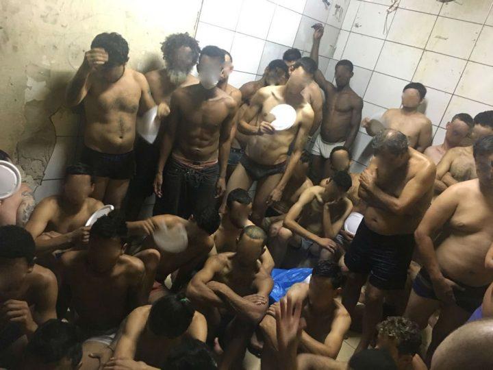 lotação de presos Curitiba amontoados