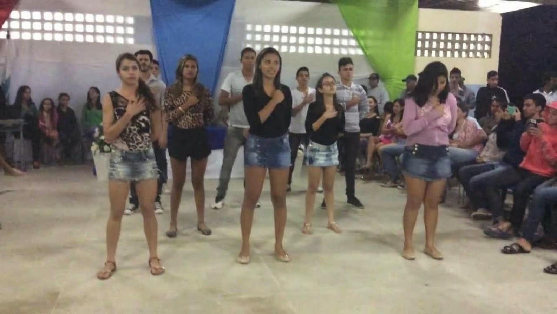 vídeo alunos cantando hino nacional