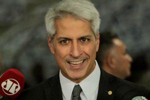 bolsonaro-e-incompetente-e-preguicoso-diz-lider-da-oposicao-na-camara