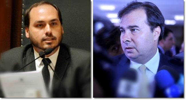 Carlos Bolsonaro volta a atacar Rodrigo Maia e aumenta crise