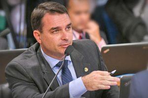 flavio-bolsonaro-apresenta-projeto-para-instalar-fabricas-de-armas-estrangeiras-no-brasil