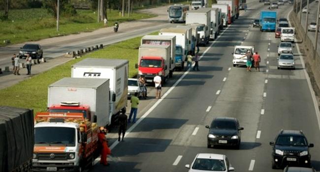Caminhoneiros criticam esmolas Bolsonaro sinalizam greve