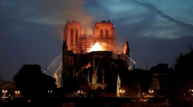 Doações reconstrução da Notre-Dame bilhões frança paris
