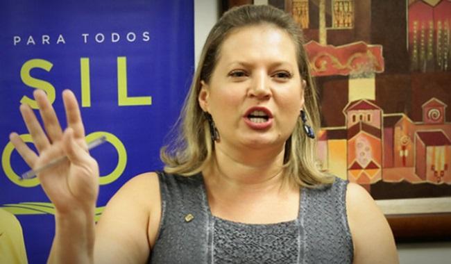 Joice Hasselmann usou dinheiro público em passagem no Carnaval