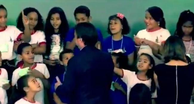menina esnobou Bolsonaro