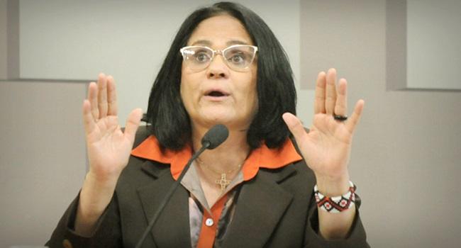Mulher submissa no casamento fé Damares Alves