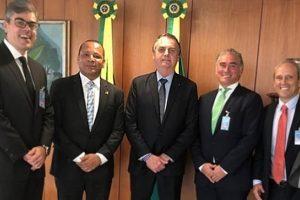 pai-de-neymar-e-recebido-por-bolsonaro-para-negociar-divida-milionaria-com-a-receita