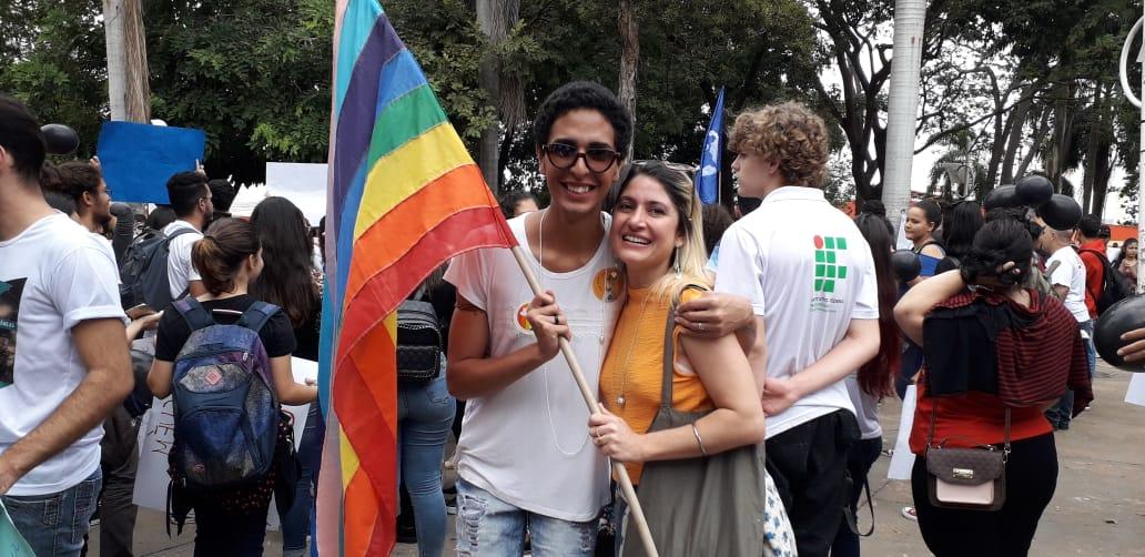 Estudantes e docentes da UFMT-ROO ocupam as ruas em protesto governo bolsonaro corte eduacação
