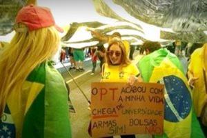 cartaz-da-jovem-loira-elogiado-avenida-paulista