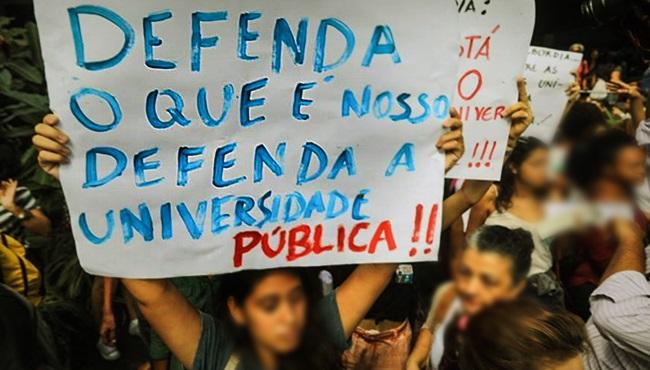 Greve nas Universidades Federais Bolsonaro cortes educação