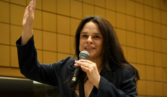 Janaína Paschoal pede a Bolsonaro pare ouvir filhos Olavo PSL Direita