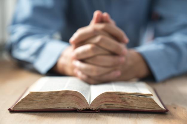 bíblia pastores discutem igreja