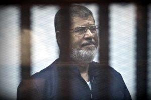 ex-presidente-do-egito-morre-durante-audiencia-em-tribunal