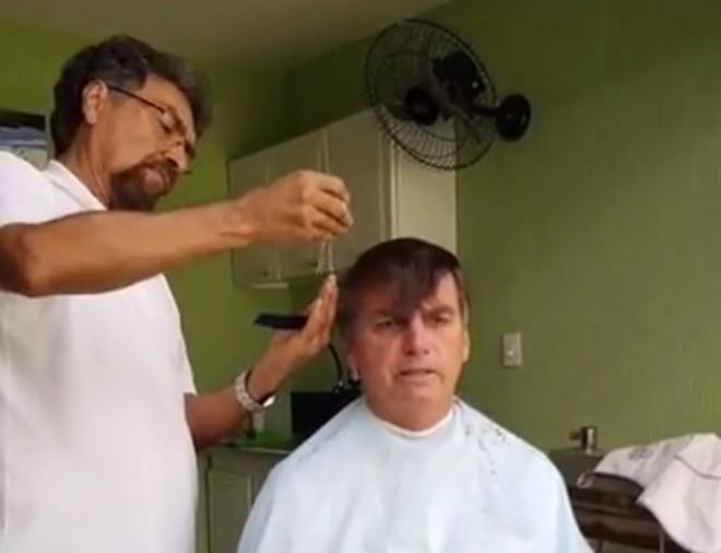 jair bolsonaro corta cabelo