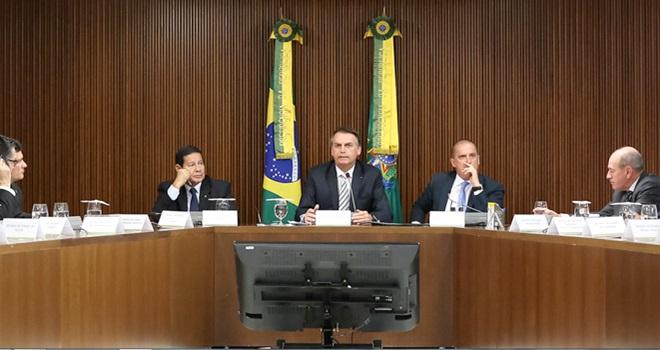 maluquices governo Bolsonaro fake news stf moro meio ambiente
