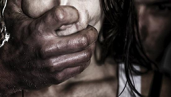 desconhecido atira cabeça violência doméstica