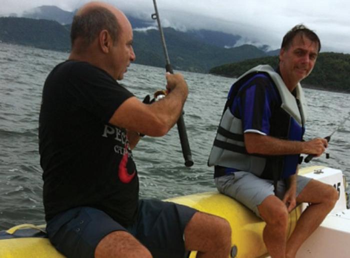 bolsonaro saiu para pescar