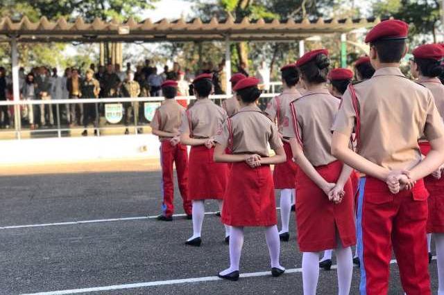 colégio militar estudantes nus