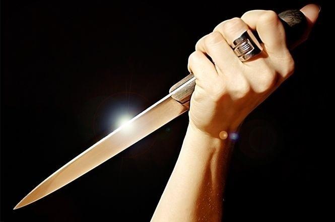 mulher corta pênis marido