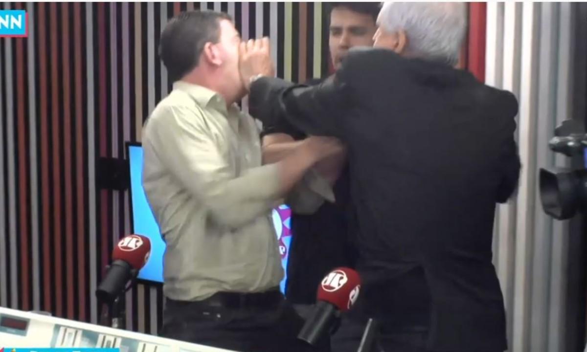 Augusto Nunes bate em Glenn Greenwald