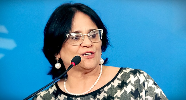 Damares anuncia canal denunciar professores atos contra família moral