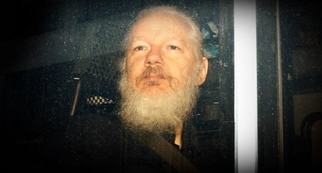 Julian Assange morrer cadeia revela junta médicos