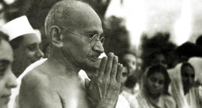 Fracasso do capitalismo mostra a pertinência das ideias de Gandhi