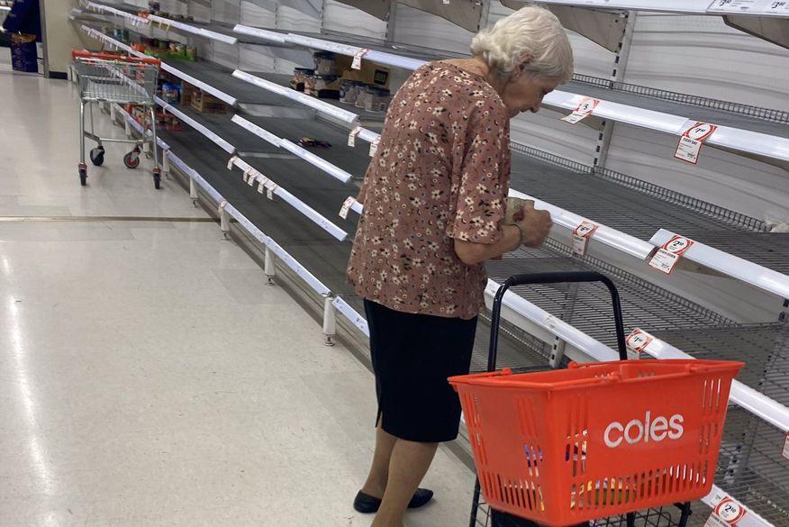 idosa supermercado chora