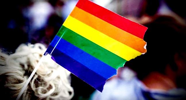 Youtuber Altair Francisco Genésio multado homossexuais aberração