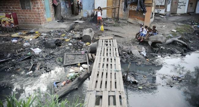 pandemia democrática coronavírus desigualdade pobreza fome