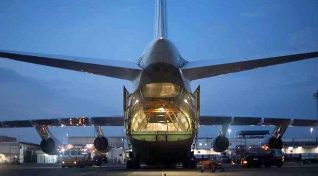 Segundo maior avião do mundo pousa Brasília toneladas máscaras