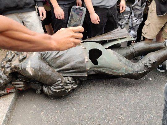 estátua londres racismo