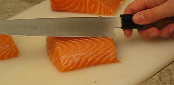 salmão cortar
