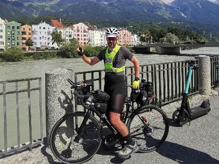 brasileiro cruza europa bike
