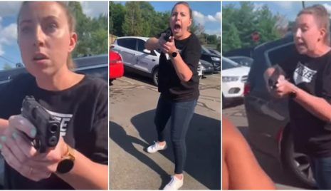 mulher-aponta-arma-mae-negra
